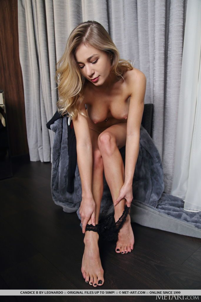 巨乳28才ウクライナ美女がおっぱいを見せる。
