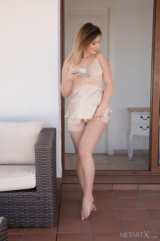 ジョギング好きの22才ウクライナ美女の下着姿。