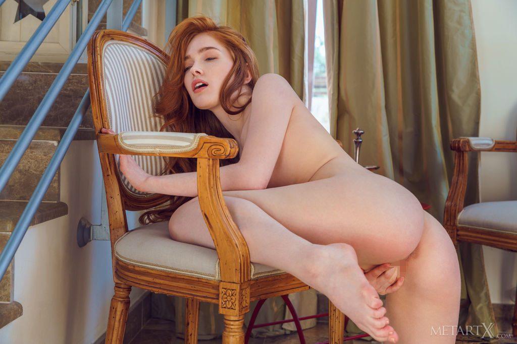 ゴージャズスレンダーな23才ロシア美人がオナニーしている。