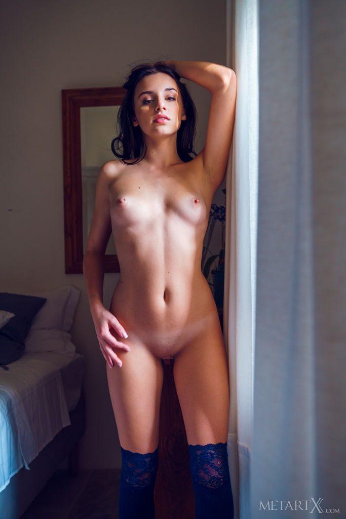 沢○似の21才ウクライナ美少女がおっぱいをみせる。
